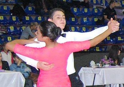 HobbyDance ofera cursuri de dans pentru copii si adulti in doua locatii din bucuresti: centru vechi istoric si berceni - imgb. structurate pe nivele valorice - de la initiere la performanta- si categorii de varsta lectiile de dans sportiv sunt tinute de istructori si antrenori atestati de federatia romana de dans sportiv. de asemenea oferim cursuri de dans pentru nunta - dansul mirilor. programul cursurilor de dans este flexibil. va invitam la dans